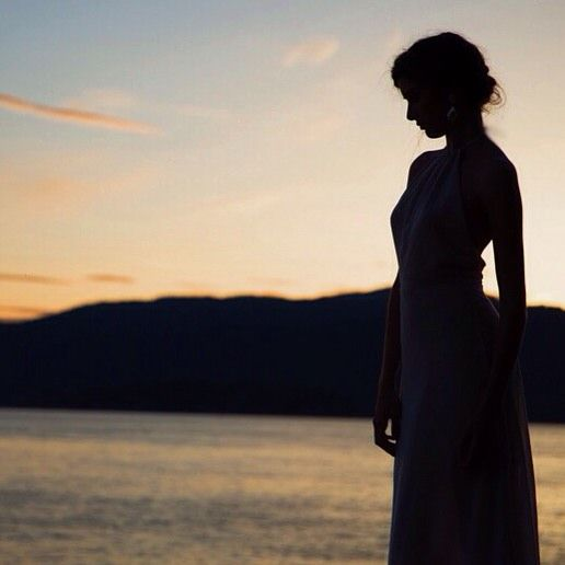 Weekend sunsets...the Petra gown's natural silhouette is one of our favourites❤️ xx #elikainlove #sunset #explorebc #sunset #bridal #vancouverbridal #vancouverweddings #weddings    #Regram via @elika.in.love