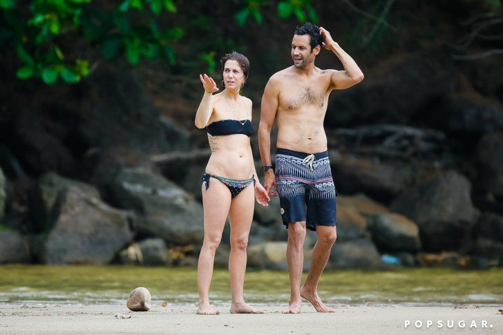 Pin for Later: Kristen Wiig Gets Hot and Heavy With Her Rumored Boyfriend During a Hawaiian Vacation