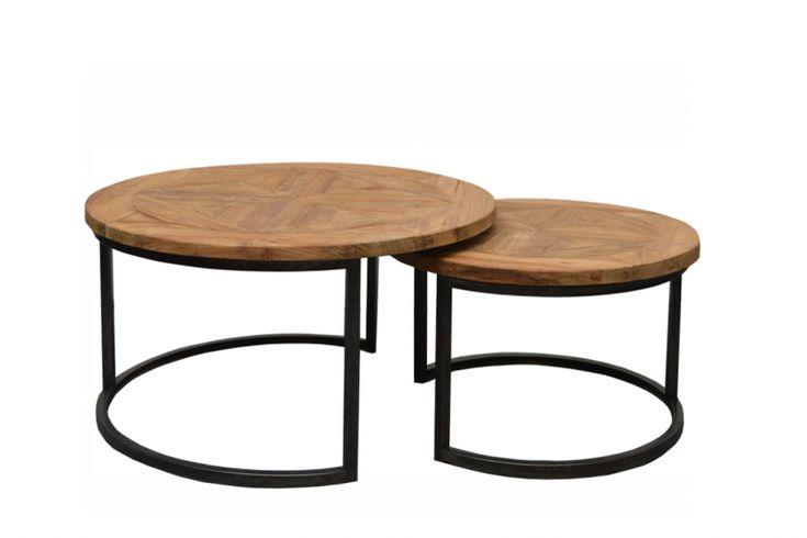 Die Couchtische im 2er-Set zeichnen sich durch ihre hochwertige Materialkombination aus. Beide Tische verfügen über eine runde, robuste Tischplatte aus Teakholz mit ansprechender, sehr dezenter Musterung. Die hölzernen Platten werden von...