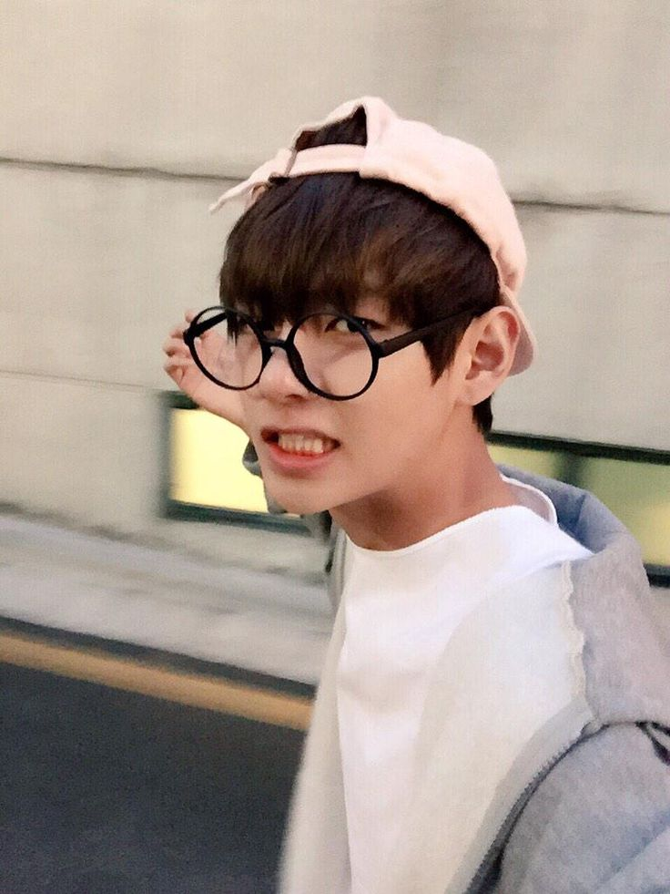 V somehow he looks really good in these glasses
