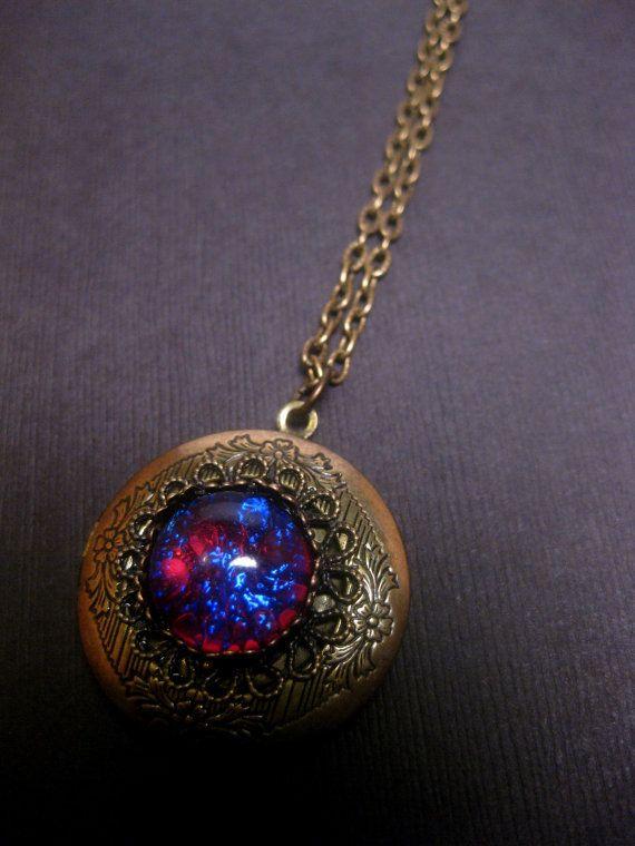 Opale de feu collier Locket Dragons par FashionCrashJewelry