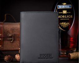 Táto nádherná peňaženka obsahuje sloty na kreditné, debetné karty alebo vizitky
