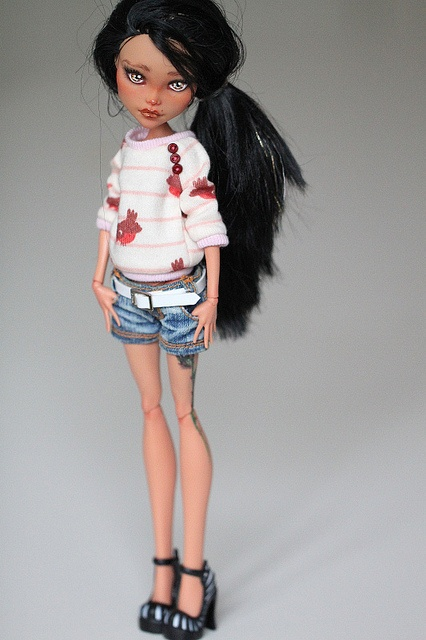 Repainted Monster High dolls?: