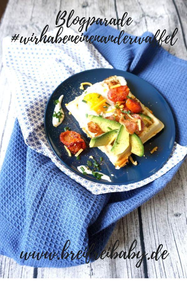Waffel Rezept: Frühstückswaffel mit Avocado, Ei, Tomaten und Bacon. Unsere Blogparade zum Theme Waffeln - macht mit. #wirhabeneinenanderwaffel #waffeln #frühstück #blogparade