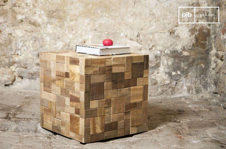 Een originele bijzettafel die gemaakt is van verschillende stukken hout. Ideaal als bijzettafel voor naast de bank of als nachtkastje in de slaapkamer.