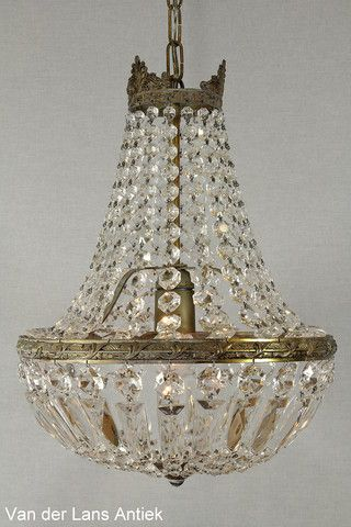 Kristallen kroonluchter 26670 bij Van der Lans Antiek. Meer kristallen lampen op www.lansantiek.com