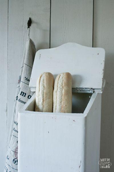 Old French baguette box / Oud Frans stokbroodkastje - https://www.facebook.com/metdefranseslag