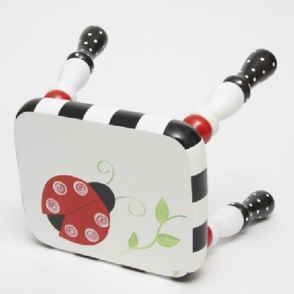 @Julia Hunt stephens..... ladybug painted stool This would be cute for joycelyn's room
