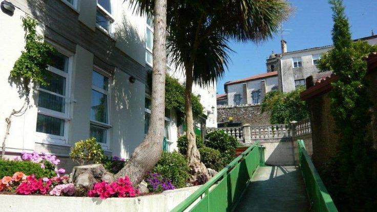 Parte del edificio del Hotel/ Albergue La Salle, en #SantiagodeCompostela, #Galicia.