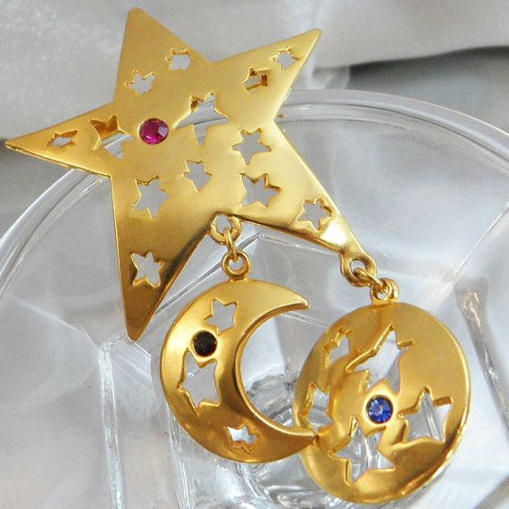 Vintage Star Brooch. Gold Tone Five-Point Star Dangling by waalaa