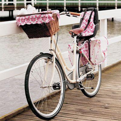 Pak cyklen med barn og madkurv, og nyd en dag ved stranden.