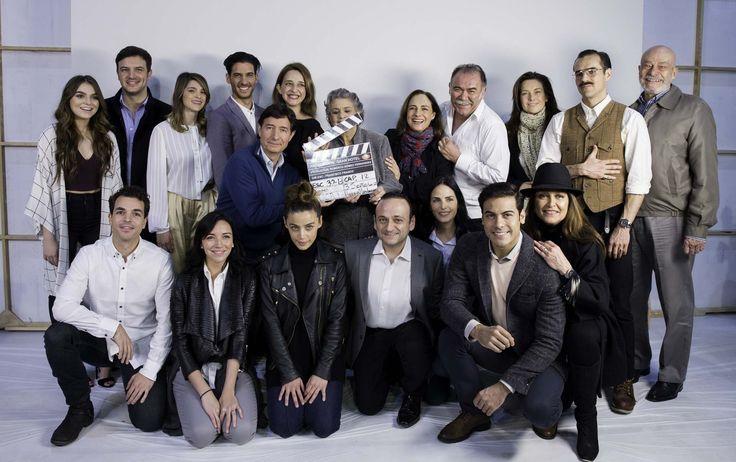 """TELEVISA celebró la misa y claquetazo de la nueva producción de Roberto Gómez Fernández, esto se llevó a cabo en uno de los foros de Televisa San Ángel para: """"El hotel de los secretos""""."""
