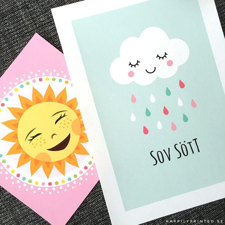"""Söta barntavlor från Happily Printed. Glad sol med rosa kant. Sött moln med färgglada droppar och text """"sov sött"""" Fina till barnrum och lekrum. Dekor och inredning till barn."""