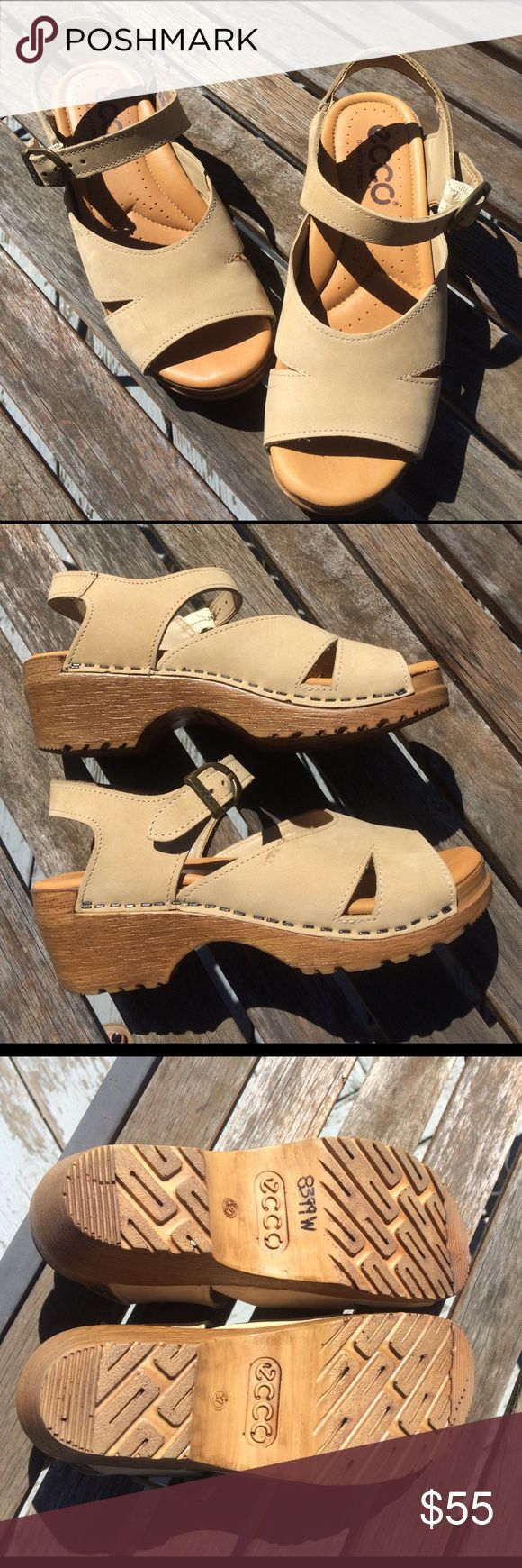 Tan Ecco Sandal Clogs Super cute and comfy danish design sandals. In very good condition. Really comfortable to walk in. Very good condition w a few barely noticeable scuffs outside and a little peeling/cracking as shown in last pictures but nothing to write home about! Ecco Shoes Mules & Clogs