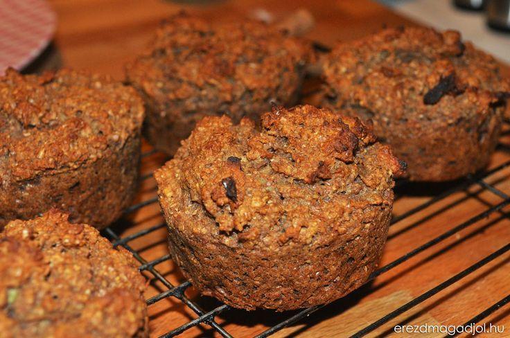 A diétás muffinok reggeli, tízórai, vagy akár desszertként is megállják a helyüket. Az alma héjában található pektin, a zabkorpa rost tartalma, a dió E-vitamin tartalma még egészségessé is varázsolja ezt a remek szénhidrát csökkentett muffint.