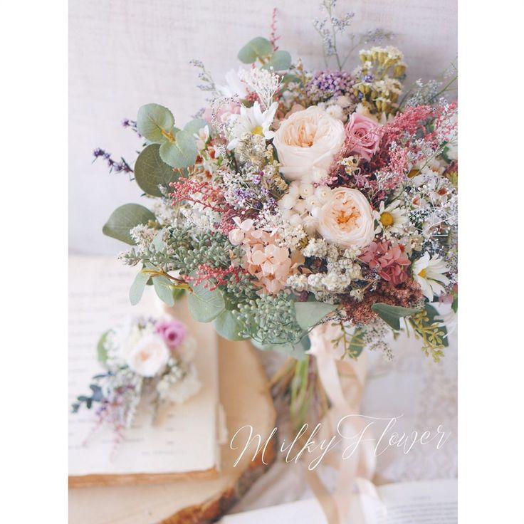 いいね!163件、コメント1件 ― MilkyFlower* yoshikoさん(@milkyflower_wedding)のInstagramアカウント: 「* Bouquet∞ * * 草花たっぷりな ナチュラルクラッチブーケ♡♡ * * スモーキーなグリーンと、ピンクやラベンダーもくすみ色で大人っぽく* * *…」