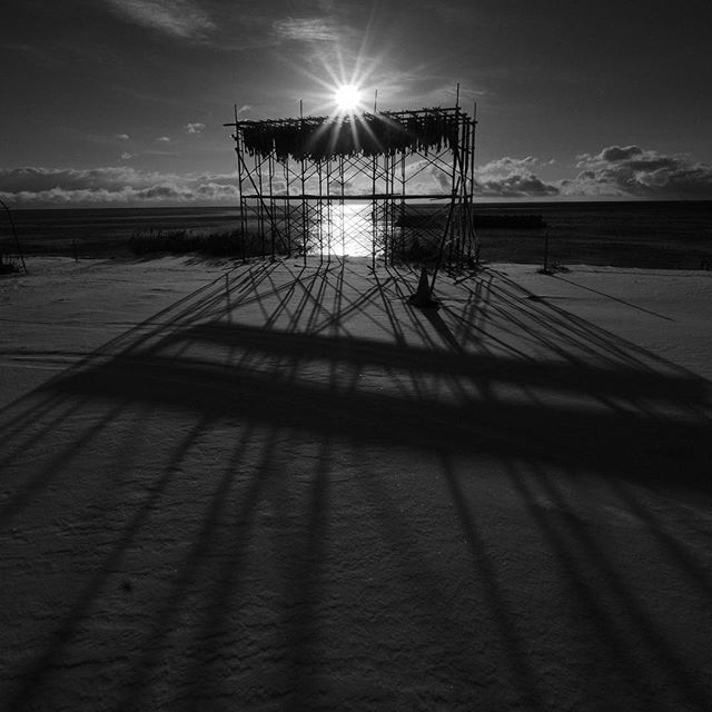 【mohi555original】さんのInstagramをピンしています。 《#モノクロ #art #mono #B/W #おしゃれ #b/w #北海道 #札幌 #sapporo #igersjp #tokyocameraclub #白黒 #白老 #絶景 #朝日 #海岸 #海 #The setting sun #hokkaido #shiraoi #Superb view #FUJIFILM #富士フイルム #x #xt2  #XFレンズ》