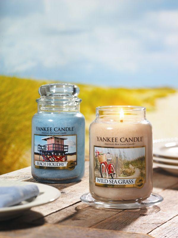 Te queremos presentar la colección limitada de verano de 2015 Life's a Beach de Yankee Candle  Dos aromas frescos, perfectos para evadirte, uno con olor más a limpio, Beach Holiday, otro con un olor más a plantas, Wild Sea Grass.