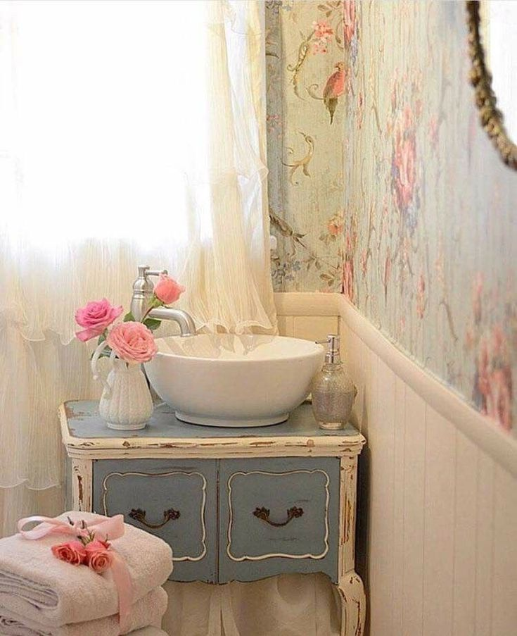 I love this shabby chic #vintageshabbychicfurniture