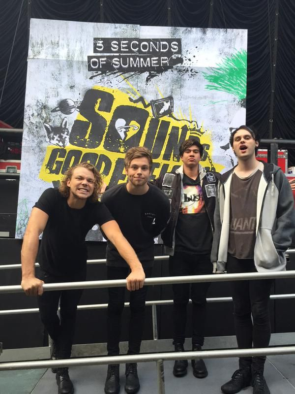 Sounds good feels good is out today. I am so proud of these guys I am falling in love with this band all over again. Broken home has to be my favorite in the album, it has a special sweetness and deep quality to it that's really relatable and powerful it makes you feel something. It comes from a place of pain. But it's beautiful. <<< you speak he truth
