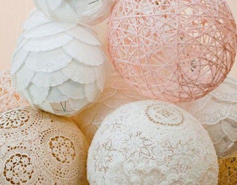 Met ballonnen kun je enorm veel dingen doen, veel meer dan de ballon alleen maar opblazen en ergens ophangen. Op internet vonden we een heel leuk idee voor een DIY met een ballon. Deze DIY ballonnen zijnsuper leuk als decoratie…
