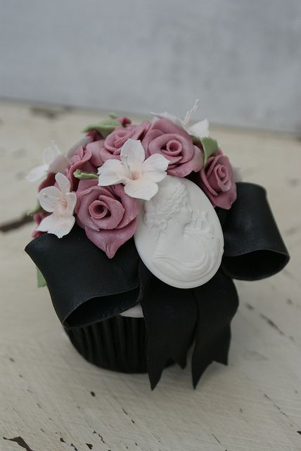 Fantastically beautiful edible cameo adorned vintage themed cupcakes. #vintage #cupcake #food #baking #cake #dessert #flowers #shabby #chic #wedding #pink #cameo #antique