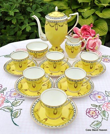 Ss China Bright Yellow Coffee Pot And Cups Set Cabinet Piece Would Love To Use Real But Mismatched Gives Such A Beautiful Effect