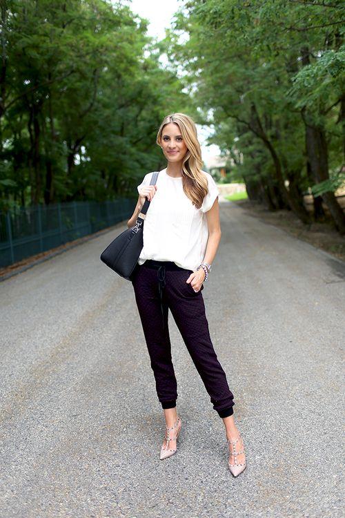 Clásica. Blusa blanca pantalón negro.