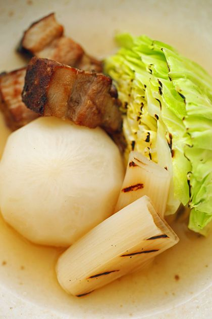 自家製ベーコンと根菜のポトフ:焼きキャベツ