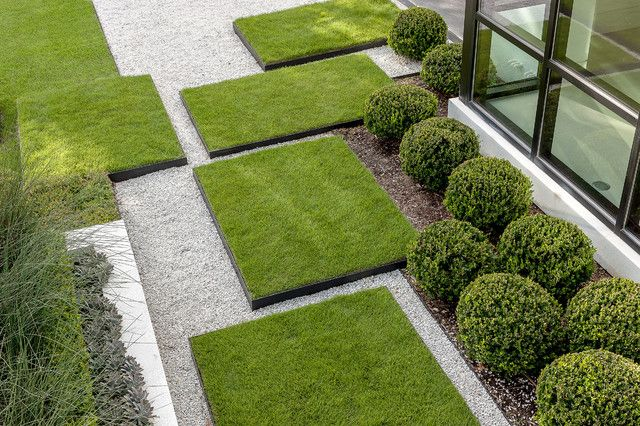 Garden by Exterior Worlds Instead of the conventional stepping stones, this garden incorporates large lawn stepping pads