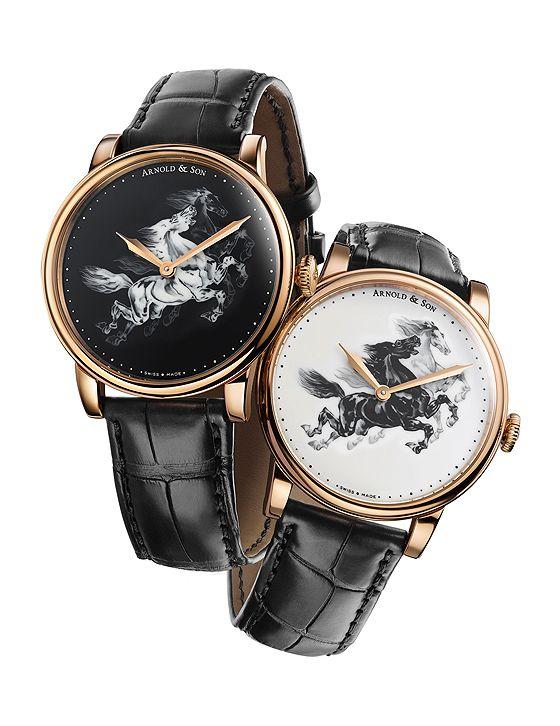 Os relógios Arnold & Son HM Horses possuem caixa redonda de ouro rosa 18 quilates com 40 mm de diâmetro, com cristal de safira convexo e janela de exibição em safira no verso do movimento.