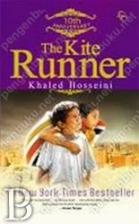 "The Kite Runner adalah sebuah kisah penuh kekuatan tentang persaudaraan, kasih sayang, pengkhianatan, dan penderitaan. Khaled Hosseini dengan brilian menghadirkan sisi-sisi lain Afghanistan, negeri indah yang hingga kini masih menyimpan duka. Di tengah belantara puing di Kota Kabul, akankah Amir menemukan kebahagiaan yang kelak menyapu kesedihannya?  ""Punya segala untuk menyihir publik … diceritakan sangat indah, memesona … digarap sangat bagus … karya genius."""
