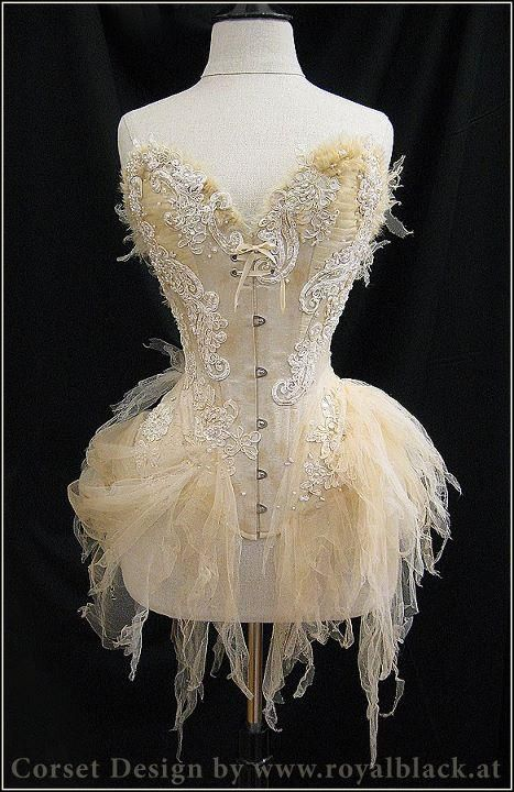 Beautiful corset from Royal Black Couture & Corsetry - Dracula's Bride, Gorgeous!