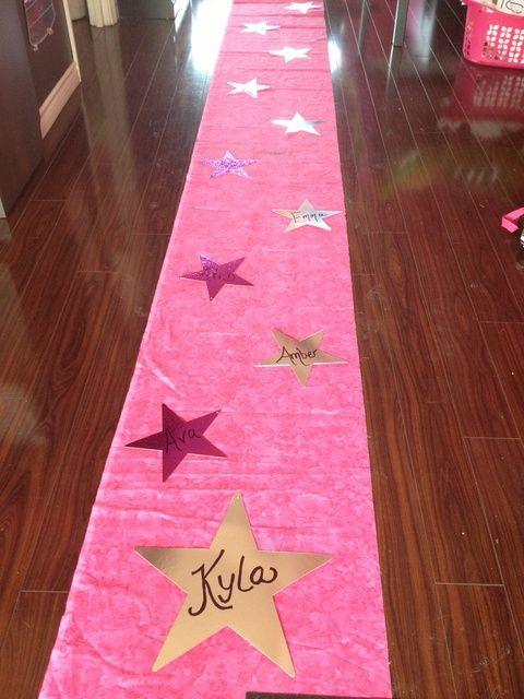 Rockstar Party: alfombra con estrella pintadas con pintura aerosol
