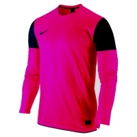 Nike Trophy jerseys are a great addition to the range of Nike football kits. Designed for style and performance by Nike, this shirt is available in a range of colours.