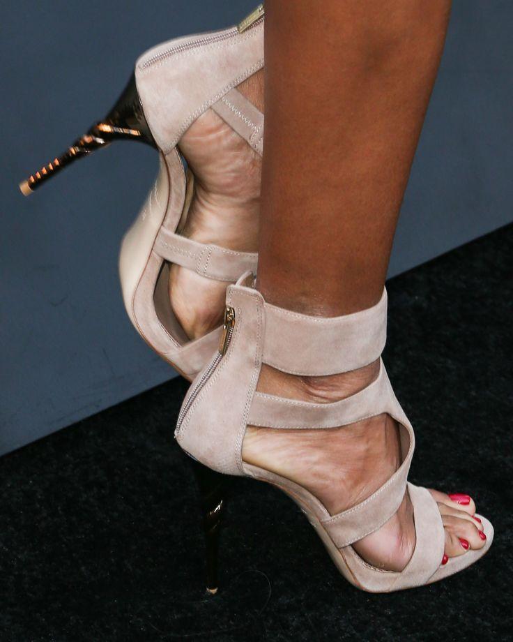 Dania Ramirez's Feet << wikiFeet