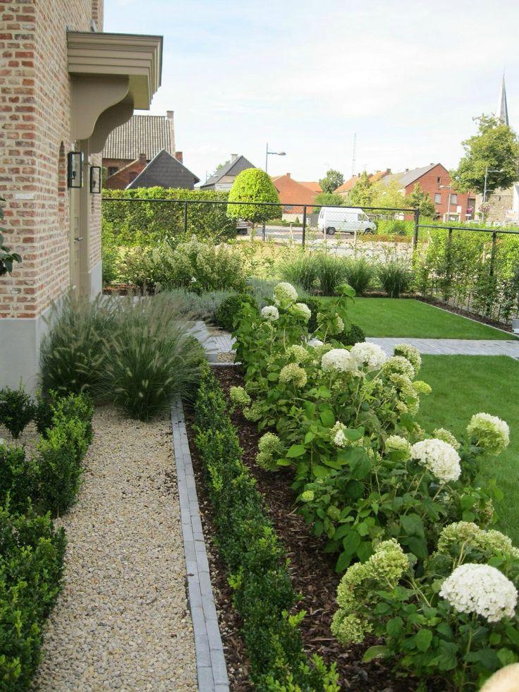 Grind,hortensia's,buxus en siergrassen .     André Meilink