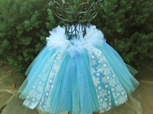 Tutu Skirt, Elsa Skirt, Frozen inspired with a bit of fluff, for toddlers. Queen Elsa skirt, first birthday party, gifts, girl gifts, dress up, photo shoots.  This adorable little tutu skirt has two c