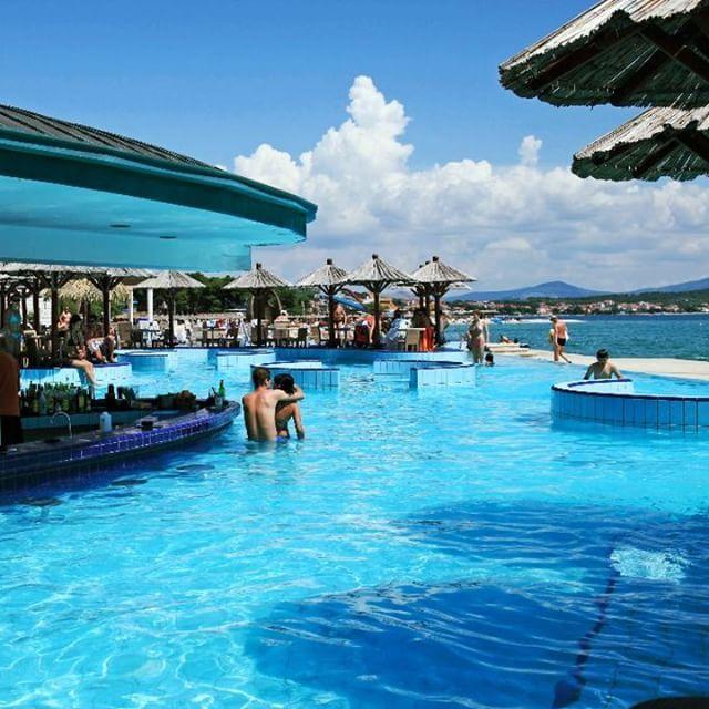 Eine Bar Im Pool Und Das Auch Noch Direkt Am Strand? Diese Geniale #poolbar