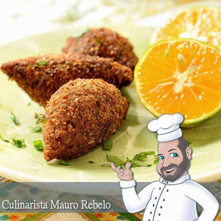 """Kibe Vegetariano - Mauro Rebelo - Quibe de Soja:  Ingredientes: Proteína de Soja texturizada fina (tipo """"carne"""" moída) +/- 300g Trigo para quibe +/- 500g Sal ou caldo de legumes a gosto 3 sachês (de 30g) de tempero cebola, alho e salsa desidratados (ou alho amassado e cebola ralada a gosto) 1 pacote de Creme de cebola (opcional) Folhas de hortelã Suco de 1 limão"""
