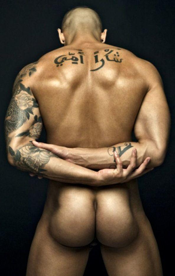 tatuajes engañando desnudo
