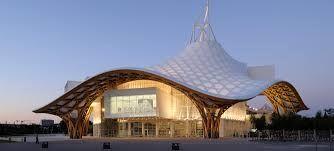 Le centre Pompidou-Metz est un établissement public de coopération culturelle d'art situé à Metz, entre le parc de la Seille et la gare.