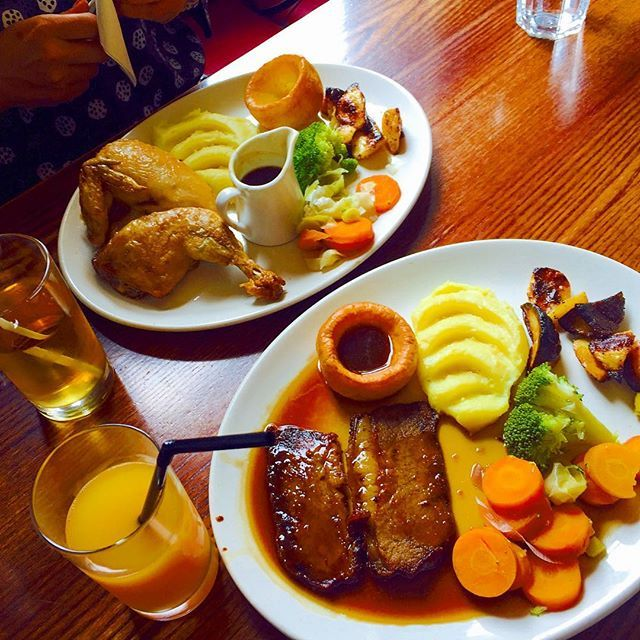 Had Sunday Roast yesterday lunch🍽 . . #lunch #food #fit #beef #chicken #roast #sundayroast #roastbeef #roastchicken #pub #london #england #uk #unitedkingdom #greatbriatin #british #like #follow #instagram #instafood #イギリス #ロンドン #パブ #サンデーロースト #肉 #ローカル #traditional #伝統 #美味しい