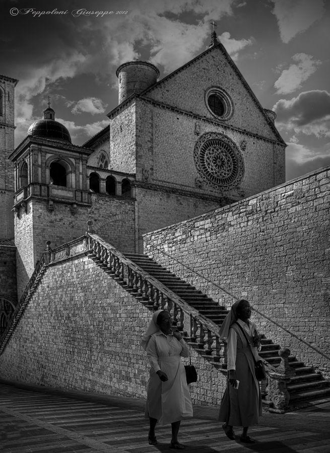 Assisi street ☼ (PG) by Giuseppe  Peppoloni, via 500px