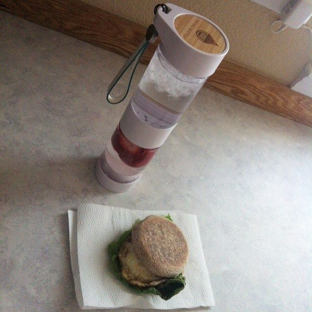 Just a super late breakfast! #wholewheat #englishmuffin #egg #lettuce #breakfast #strawberry #infusedwater #definebottle