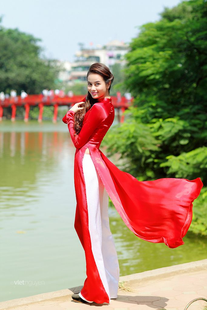 Vietnamese dress (ao dai) Location: Hanoi