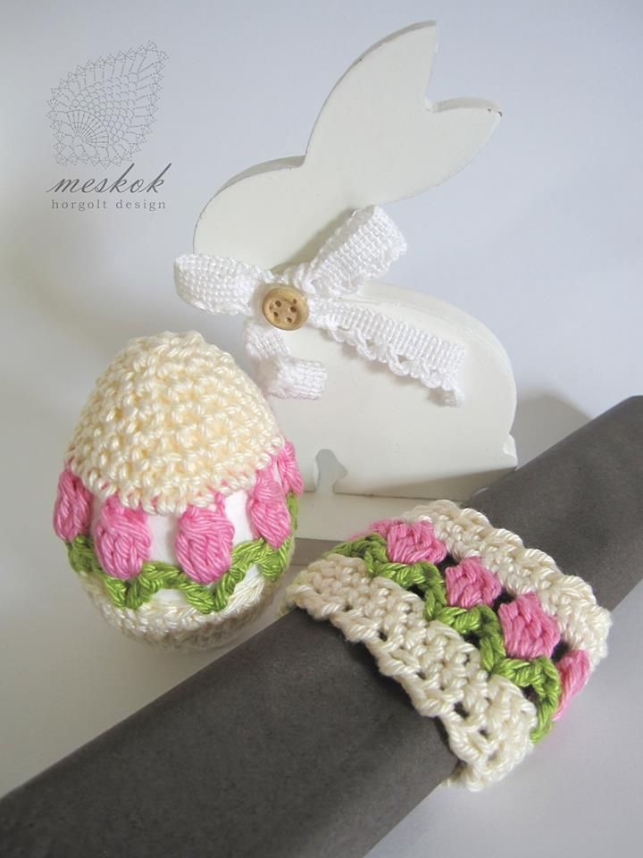 Crochet easter eggs and napkin ring with tulips - meskok.design