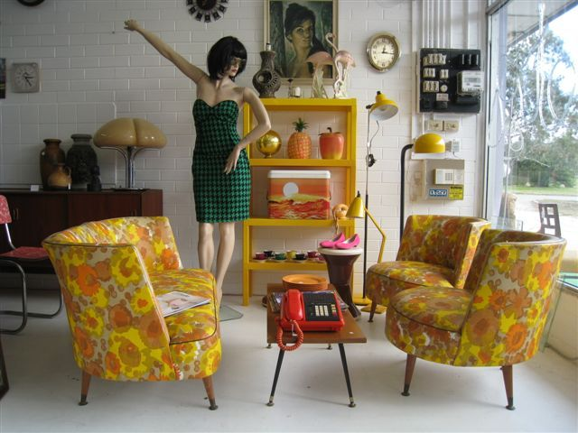 Wow those chairs thats some hella crazy pattern there for Living room ideas retro