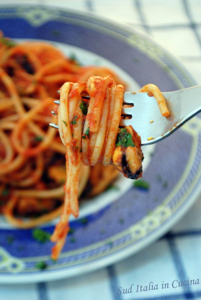 Pasta con le Cozze alla Tarantina - Solo due alternative: Linguine o Spaghetti - A Taranto Vecchia si fa così: http://blog.giallozafferano.it/suditaliaincucina/?p=2334