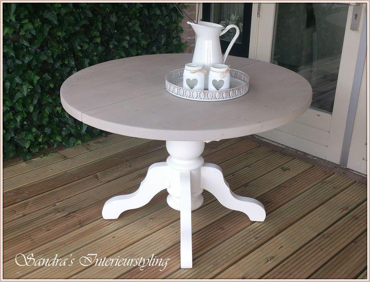 Ronde eetkamer tafel, uitschuifbaar, RM stijl en erg leuk in een landelijk, brocante inrichting.